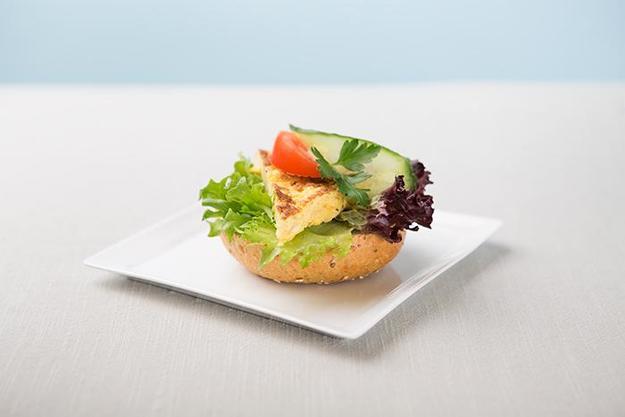 Bilde av Rundstykke med omelett