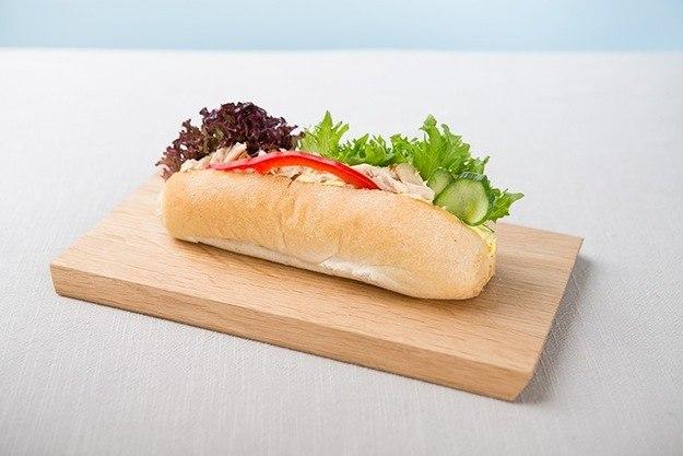 Bilde av Minibaguette med kyllingsalat