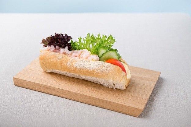 Bilde av Minibaguette med vår egen rekesalat