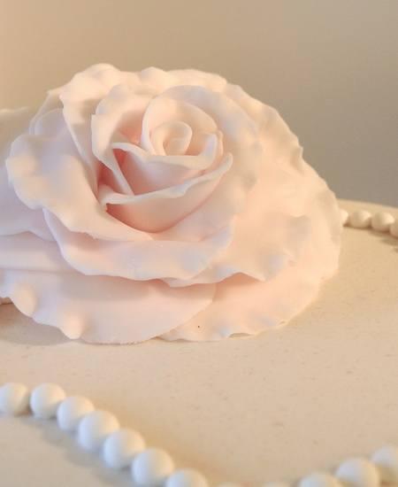 Cupcakes-bryllupskake med Hvit Dame på toppen